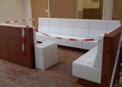 Kussens voor banken voor het CPB Gebouw in Den Haag uitgevoerd in Decofin vision van Winter